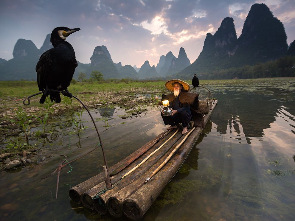 man-boat-china_90249_990x742